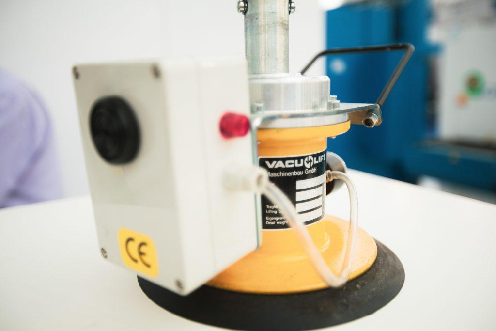 Vakulift VACU-LIFT nudi širok spektar standardnih sistema za pažljiv transport Vaših tereta, takođe i za osjetljive proizvode. Proverena i testirana tehnika sa izuzetnom izdržljivošću. Chitech Fiber Laseri